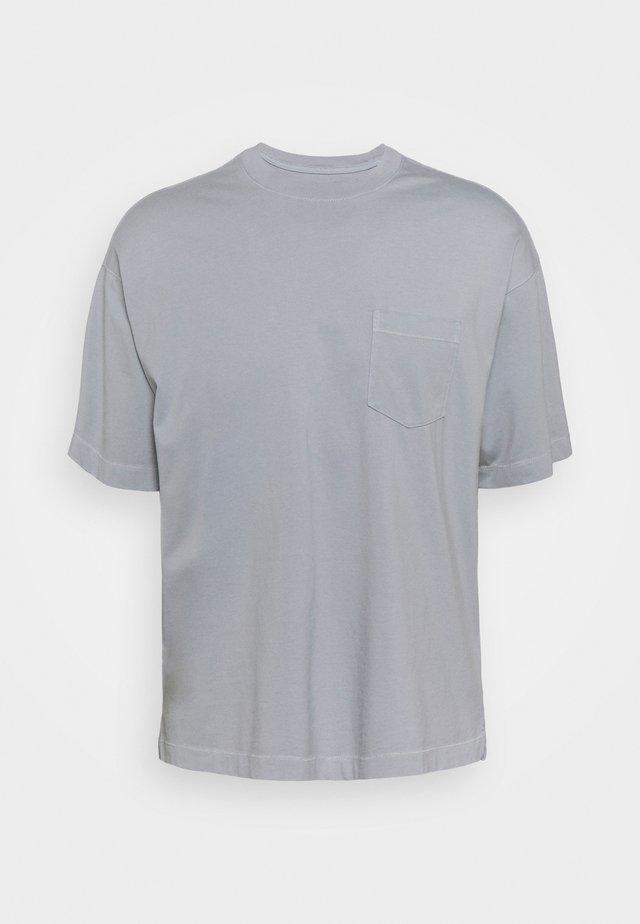 AUTHENTIC TIE DYE CREW - T-shirt basic - sidewalk grey