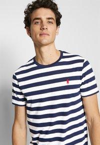 Polo Ralph Lauren - Print T-shirt - french navy/white - 3