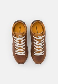 Caterpillar - VENTURE BASE - Sneakersy niskie - brown sugar - 3
