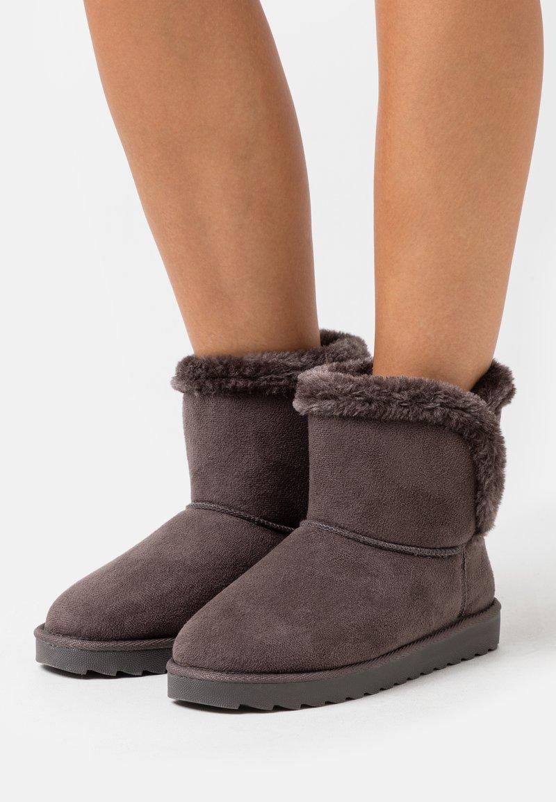 CALANDO - Kotníkové boty - grey