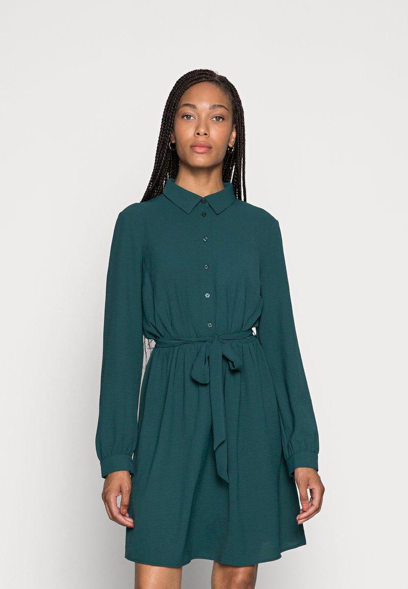 Anna Field - BELTED BLOUSE DRESS - Sukienka koszulowa - dark green