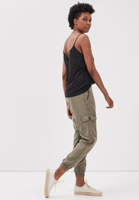 BONOBO Jeans - UMWELTFREUNDLICHE  - Cargo trousers - vert kaki - 3