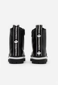 Dsquared2 - Šněrovací kotníkové boty - black - 2