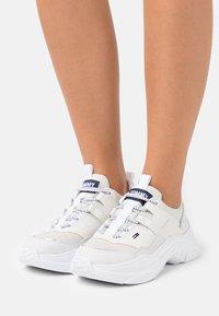 Tommy Jeans - LIGHTWEIGHT SHOE - Tenisky - white - 0