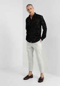 Twisted Tailor - HOBBES SHIRT REGULAR FIT - Camicia - black - 1
