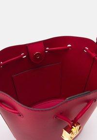 Lauren Ralph Lauren - ANDIE DRAWSTRING MEDIUM - Across body bag - red - 3