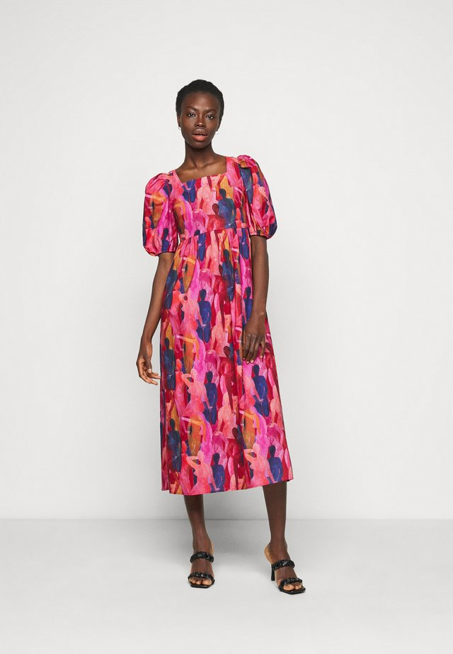 WHO RUN THE WORLD MIDI DRESS - Korte jurk - pink/red