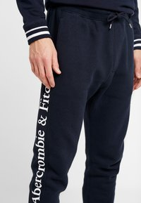 Abercrombie & Fitch - ICON JOGGER - Pantalones deportivos - navy/sky captain - 4