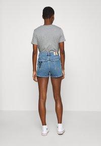 Calvin Klein Jeans - HIGH RISE  - Farkkushortsit - light blue - 2