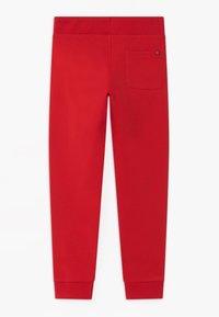 Tommy Hilfiger - ESSENTIAL UNISEX - Pantalones deportivos - red - 1