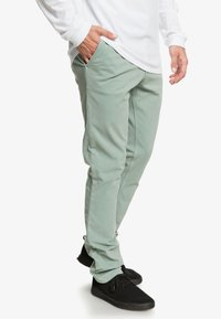 Quiksilver - KRANDY - Trousers - chinois green - 3