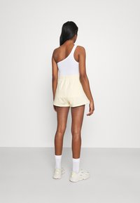 Monki - ZOE 2 PACK - Shorts - purple/yellow dusty light - 2
