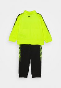 Nike Sportswear - DOMINATE THERMA SET - Mikina na zip - black - 1
