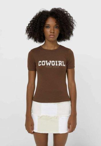MIT SCHRIFTZUG - T-shirt con stampa - mottled brown