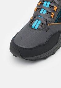 Columbia - FLOW DISTRICT - Hiking shoes - dark grey/cyan blue - 5