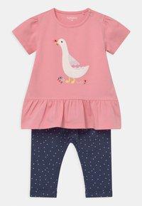 Staccato - SET - Print T-shirt - light pink/dark blue - 0