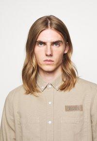 forét - BEAR - Shirt - khaki - 4