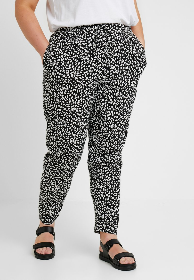 New Look Curves - CURVES LOUISE SPOT JOGGER - Trousers - black