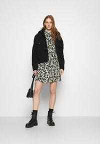 Pieces - PCFRIDINEN DRESS - Shirt dress - jadeite - 1