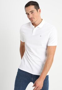 Calvin Klein - REFINED CHEST LOGO - Polo shirt - perfect white - 0