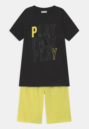 SET - T-shirt print - black beauty