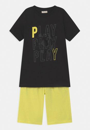 SET - Print T-shirt - black beauty