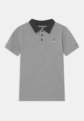 SNEAKER PATCH - Polo shirt - dark grey heather
