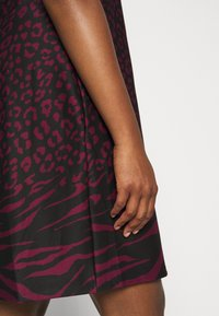 CAPSULE by Simply Be - PONTE SHIFT DRESS - Day dress - black - 6