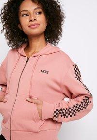 Vans - FUNNIER TIMES  - Zip-up hoodie - rose dawn - 5
