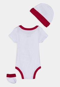 Jordan - RETRO SET UNISEX - Print T-shirt - white - 1