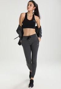 ONLY Play - ONPDAISY SEAMLESS BRA - Sports bra - black - 1