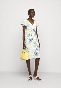 Lauren Ralph Lauren - PRINTED MATTE DRESS - Sukienka etui - cream/yellow - 1