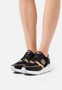 Laura Biagiotti - Sneakers laag - bear black - 0