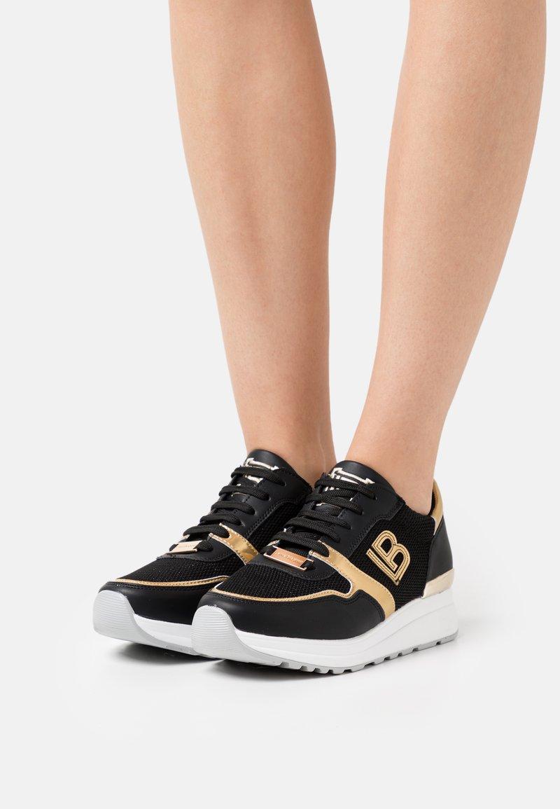 Laura Biagiotti - Sneakers laag - bear black