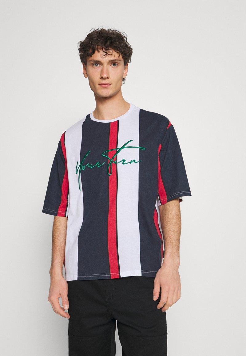 YOURTURN - UNISEX - Print T-shirt - blue/red/white