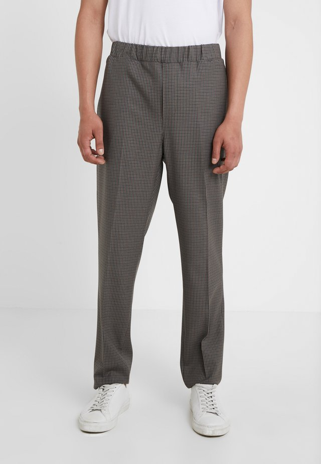 ASFRED CLARK - Trousers - beige/brown