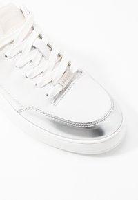 Mexx - ELIZA - Sneakersy niskie - white/silver - 2