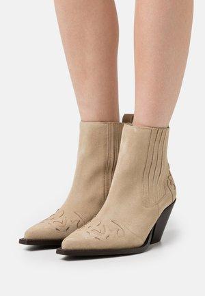 Cowboy/biker ankle boot - river sand