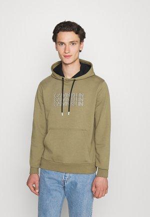 TRIPLE CENTER LOGO HOODIE - Sweatshirt - green