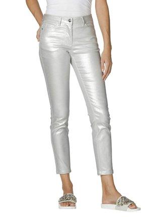 Trousers - silberfarben/weiß