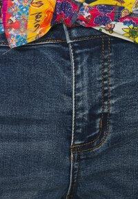 Desigual - FOULARD SHORT - Short en jean - blue - 2