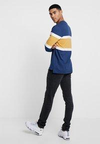 Topman - GREY JEANS SKINNY FIT - Jeans Skinny Fit - grey - 2