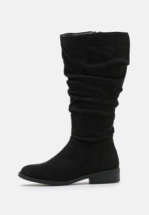 WIDE FIT COUCH - Vysoká obuv - black