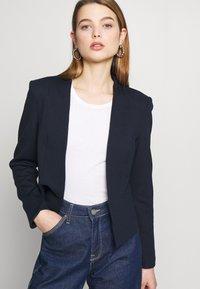 Vero Moda - VMJANEY SHORT - Blazere - navy blazer - 3