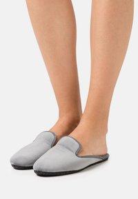 Chatelles - HOUSE MULES - Domácí obuv - grey - 0