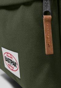 Eastpak - PAK'R  - Mochila - khaki/green - 4