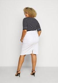 Lauren Ralph Lauren Woman - DANIELA STRAIGHT SKIRT - Pencil skirt - white - 2