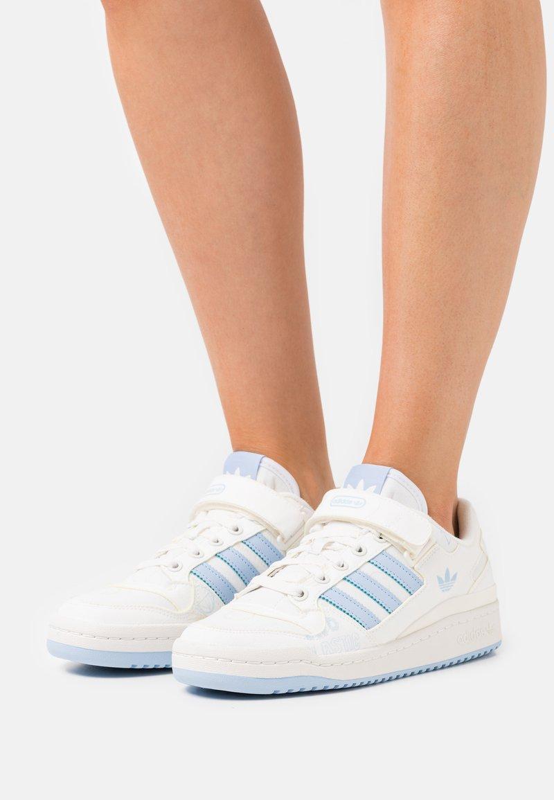 adidas Originals - FORUM LOW  - Trainers - white
