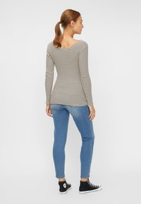Pieces Maternity - PCMBANO - Long sleeved top - whitecap gray - 2
