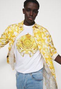 Versace Jeans Couture - MARK - Print T-shirt - white - 4